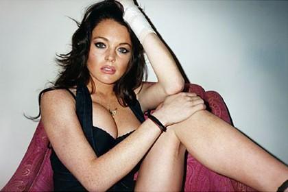 Biriken borçlarını ödemekte zor günler geçiren Lindsay Lohan'ın yardımına New York'un ünlü striptiz kulübü koştu.