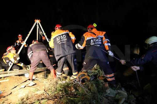 Şantiye alanındaki su kuyusuna düşen bekçi hayatını kaybetti  Bakırköy'de bekçilik yaptığı inşaat şantiyesinde bulunan 27 metrelik su kuyusuna düşen Abdulkadir Çiçek isimli vatandaş hayatını kaybetti