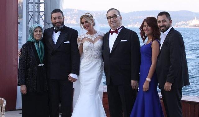 Şarkıcı Petek Dinçöz ve işadamı Serkan Kodaloğlu çiftinin bebeği oldu.