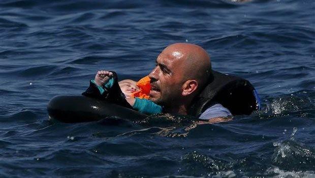 Aydın'ın Didim ilçesinden Yunanistan'ın Leros adasına kaçak yollardan geçmeye çalışan mültecileri taşıyan Gulet tipi tekne Farmakonisi adası açıklarında battı. Yunan kaynaklarından edinilen bilgiye göre 4'ü küçük bebek, 10'u çocuk, 34 göçmen hayatını kaybetti. Yunan Sahil Güvenlik ekiplerinin arama kurtarma çalışmaları devam ederken, teknede 100 göçmen bulunduğu tahmin ediliyor.