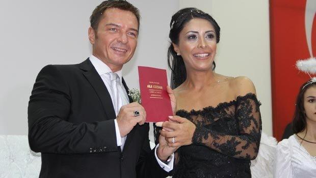 CNN Türk'ün haber sunucularından Burak Törün ile Ayça Leventyürü, mersin'de düzenlenen sade bir törenle dünyaevine girdi.
