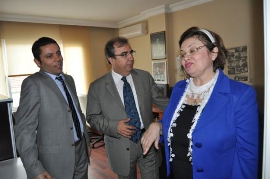 Beylikdüzü Kaymakamı Ahmet Mesut Demirkol eşi Güneş Demirkol ile birlikte Haberdar Genel Yayın Yönetmeni Mehmet Mert'i ziyaret etti.