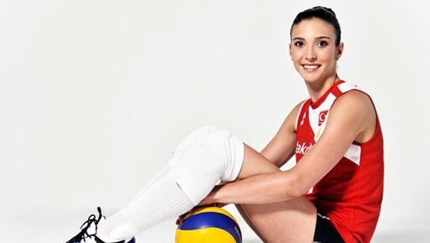 Hürriyet Cumartesi'nin büyük jürisi Türkiye'nin en güzel 10 sporcusunu belirledi. Jürinin en güzel olduğunu düşündüğü isimse ezici bir çoğunlukla Naz Aydemir oldu.