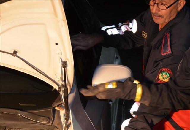 Otomobile giren yılanı itfaiye ekipleri çıkardı  Malatya'da otomobilin içine giren yılan, itfaiye ekiplerince çıkarıldı. Aracının içine yılan girdiğini fark eden sanayici Veysel Karatekin, otomobilini Malatya Büyükşehir Belediyesi İtfaiye Müdürlüğüne götürdü. İtfaiye ekiplerinin incelemesi sonucu otomobilin motor kısmına girdiği belirlenen yılan, uzun uğraşları sonucu bulunduğu yerden çıkarıldı.(Anadolu Ajansı)