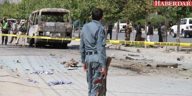 Afganistan'da otobüse bombalı saldırı! 32 ölü