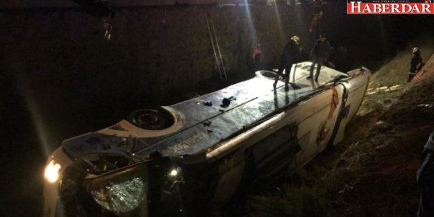 Afyonkarahisar'da Otobüs Su Kanalına Devrildi: 8 Ölü, 28 Yaralı