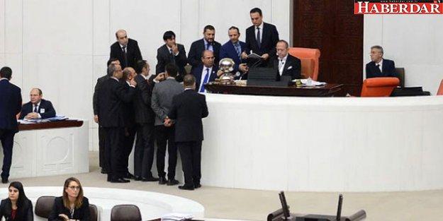 AK Parti'nin 'Cinsel İstismar' Suçlarıyla İlgili Önergesi Meclis'i Karıştırdı