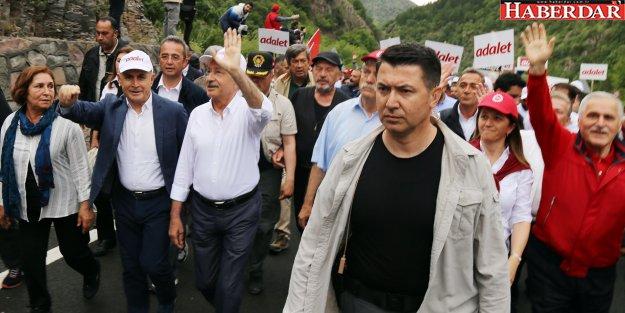 Akgün, Kılıçdaroğlu ile birlikte yürüdü