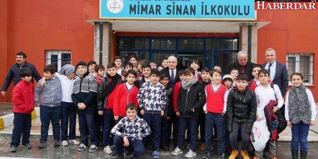 Akgün'den eğitime tam destek