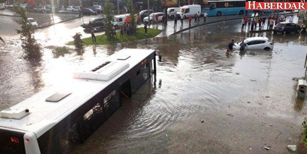 AKOM'dan İstanbul'un 4 İlçesi İçin Şiddetli Yağış Uyarısı
