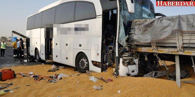 Ankara'da yolcu otobüsü TIR'a çarptı: Ölü ve yaralılar var