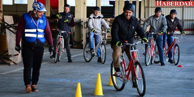 Apartman görevlilerine bisiklet eğitimi