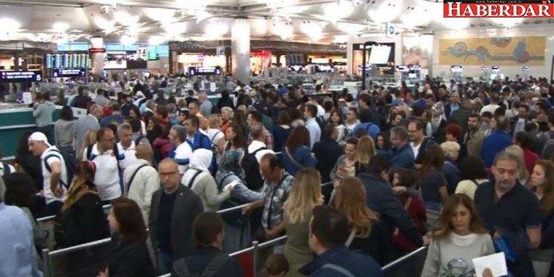Atatürk Havalimanı'nda yoğunluk şimdiden başladı