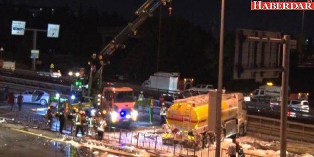 AVCILAR'da devrilen yakıt tankeri, 4 buçuk saatte kaldırıldı