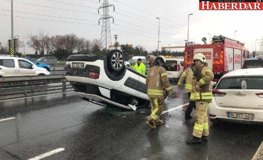 Avcılar'da İki Araca Çarpan Otomobil Takla Atarak Ters Döndü