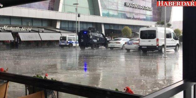 AVM'de Bomba Alarmı! Giriş Çıkışlar Kapatıldı