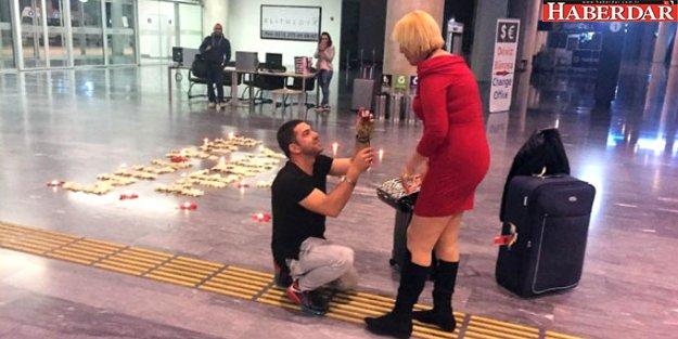 Ayaklarına Kapanıp Evlenme Teklifi Ettiği İngiliz Sevgilisinin 3 Ay Sonra Boynunu Kesti!