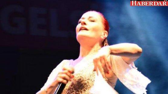 Barış konserinde Candan Erçetin rüzgarı