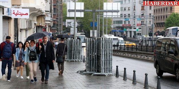 Bariyerler Taksim'e çıktı
