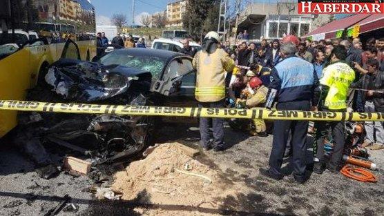 Başakşehir'de İETT otobüsü ile otomobil çarpıştı