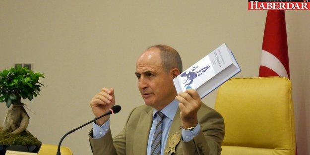 Başkan Akgün, yerel yönetimlerin kitabını yazdı