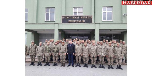 Başkan Cem Kara Mehmetçiklerle yemek yedi