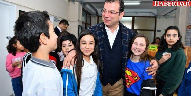 Başkan İmamoğlu öğrencileri ziyaret etti