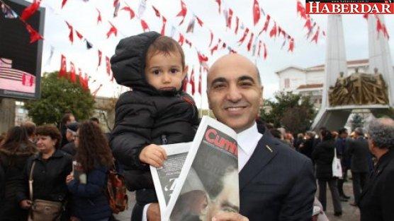 Başkan Kerimoğlu Cumhuriyet dağıttı