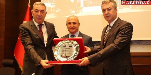 Belediye meclisinden Başkan Akgün'e takdir