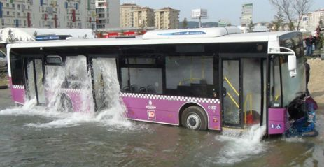 Belediye Otobüsünü Su Bastı
