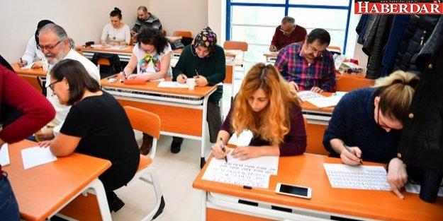 Beylikdüzü'nde yüzlerce vatandaş kurs alıyor