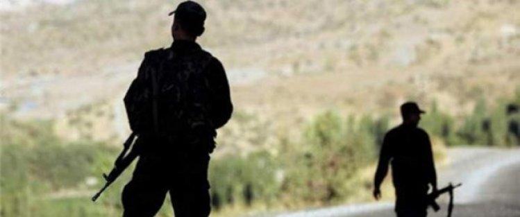 Birliklerine giden 2 er kaçırıldı