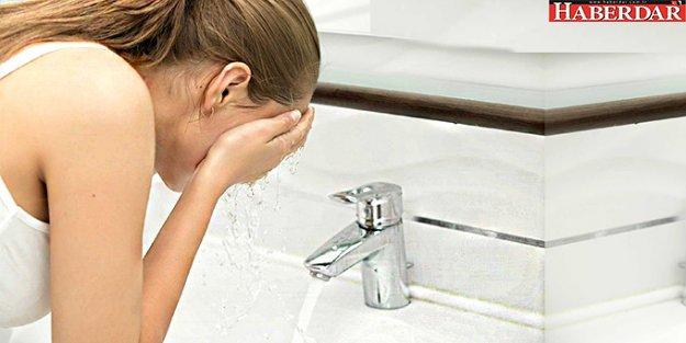 Burnunu Çeşme Suyuyla Temizleyen Kadının Beynini Amipler Yedi