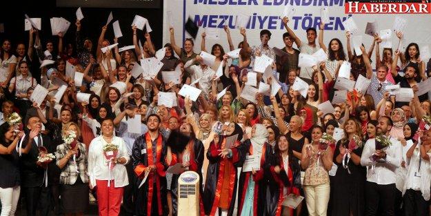 Büyükçekmece Belediyesi 11 yılda 22 bin 600 mezun verdi