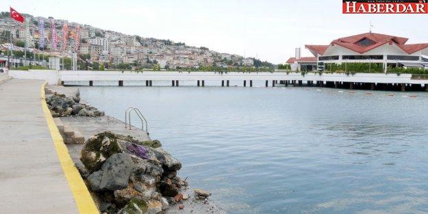 Büyükçekmece Belediyesi, sahillerdeki taş ve kayaları temizliyor
