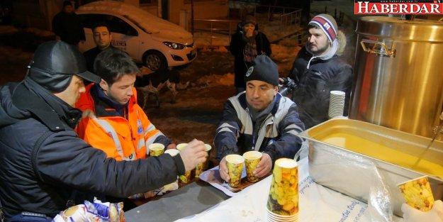 Büyükçekmece Belediyesi'nden soğuk havalarda çorba ikramı