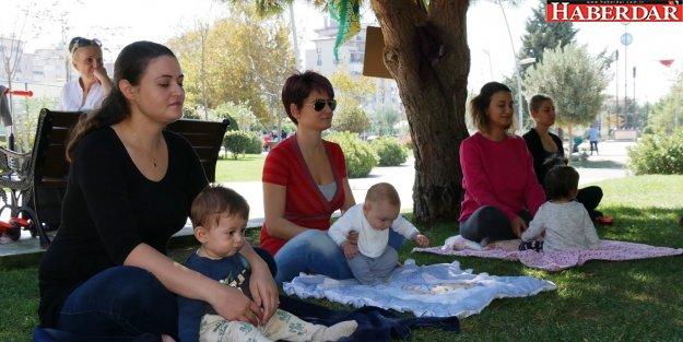 Büyükçekmece'de 'Anne-Bebek Yogası'na yoğun ilgi