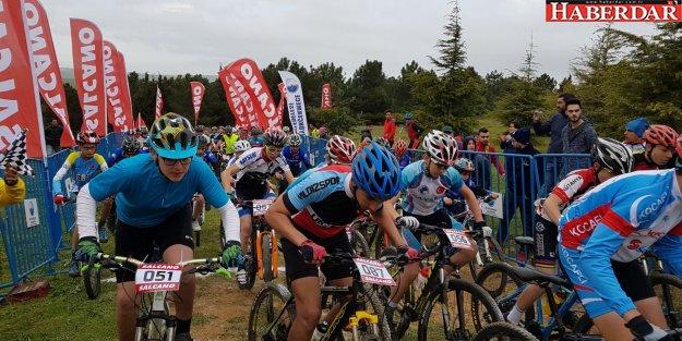 Büyükçekmece Uluslararası Dağ Bisikleti Yarışmaları nefesleri kesti