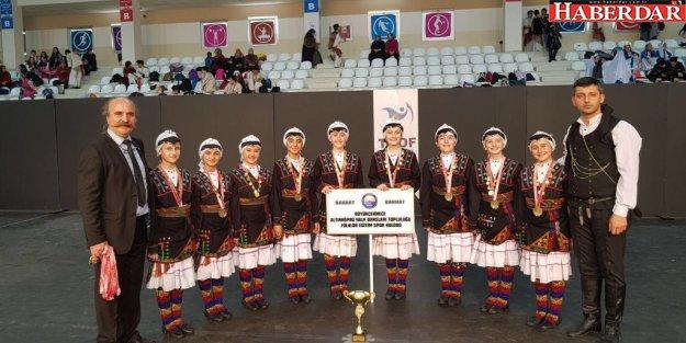 Büyükçekmece'nin minik folklorcuları İstanbul şampiyonu oldu