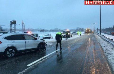 Buzlu Yolda Zincirleme Kaza 4 Yaralı