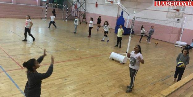 Çatalca Belediyesi Karate ve Voleybol Kursları Başladı