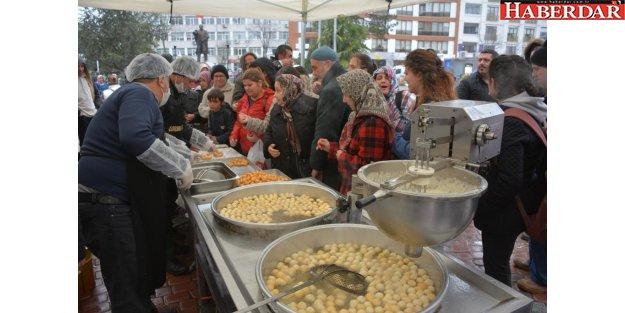 Çatalca Belediyesi Regaip Kandilinde şehitlerimiz için lokma dağıttı
