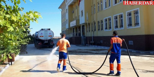 Çatalca Belediyesi'nden Okul Bahçelerine Temizlik Seferberliği