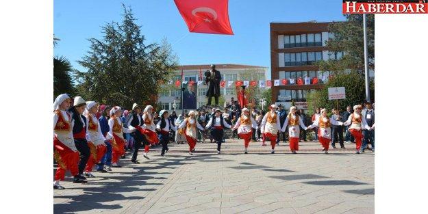 """Çatalca'da 'Uluslararası 23 Nisan Çocuk Festivali"""" başladı."""
