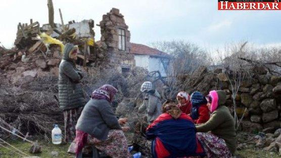Deprem bölgesinde 954 yapı hasar gördü