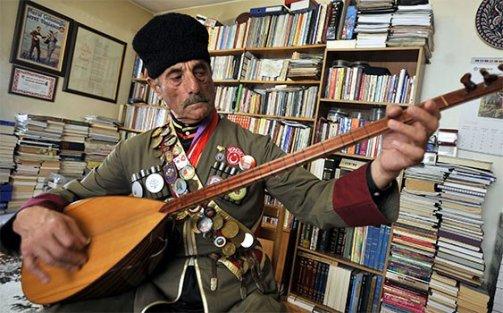 Devlet sanatçısı Aşık Şeref Taşlıova hayatını kaybetti