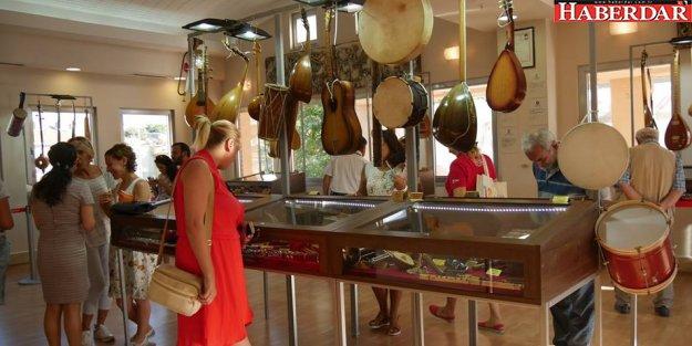 Dünya kültürünü yansıtan çalgılar, Büyükçekmece'de sergileniyor