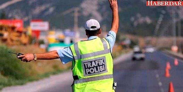'Dur' İhtarına Uymayan Sürücü, Polise Çarptı: 1 Şehit