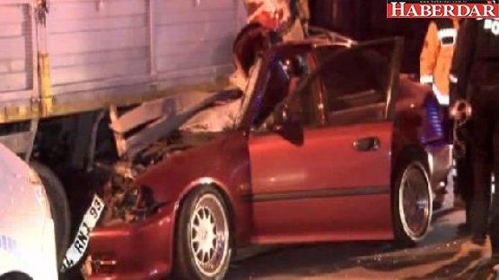 Duran kamyonete çarptı: 1 ölü, 1 yaralı