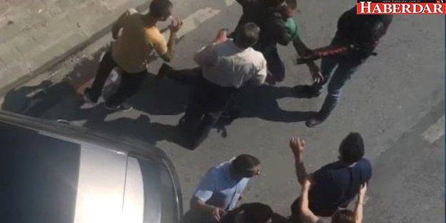 E-5 karayolunda kazazedeler birbirine girdi polis silah çekti
